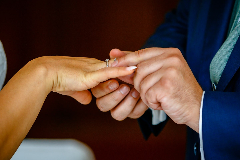 hochzeitsfotos standesamt fotograf fotos standesamtliche trauung 001 1 - Standesamtliche Hochzeit oder Freie Trauung im Ausland?