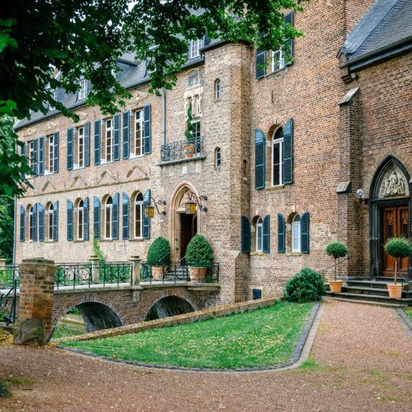 Hochzeit Burg Bergerhausen Köln Location Heiraten Hochzeitslocation NRW Fotograf 1 600x600 - Burg Bergerhausen in Köln - Hochzeitslocation NRW