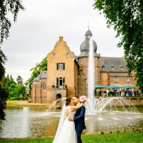 Hochzeit Burg Bergerhausen Köln Location Heiraten Hochzeitslocation NRW Fotograf 30 600x600 - Burg Bergerhausen in Köln - Hochzeitslocation NRW