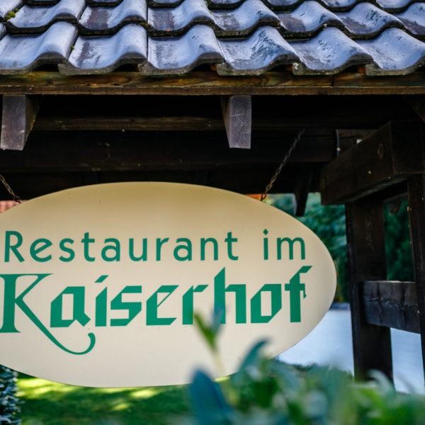 Hochzeit Kaiserhof Willich Heiraten Hochzeitslocation NRW Fotograf 1 600x600 - Kaiserhof Willich - Hochzeitslocation NRW