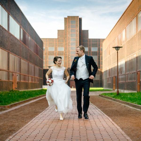 Hochzeit Zeche Zollverein Erich Brost Pavillon Heiraten Location Hochzeitslocation NRW Fotograf 32 600x600 - Erich Brost Pavillon Zeche Zollverein Essen - Hochzeitslocation NRW