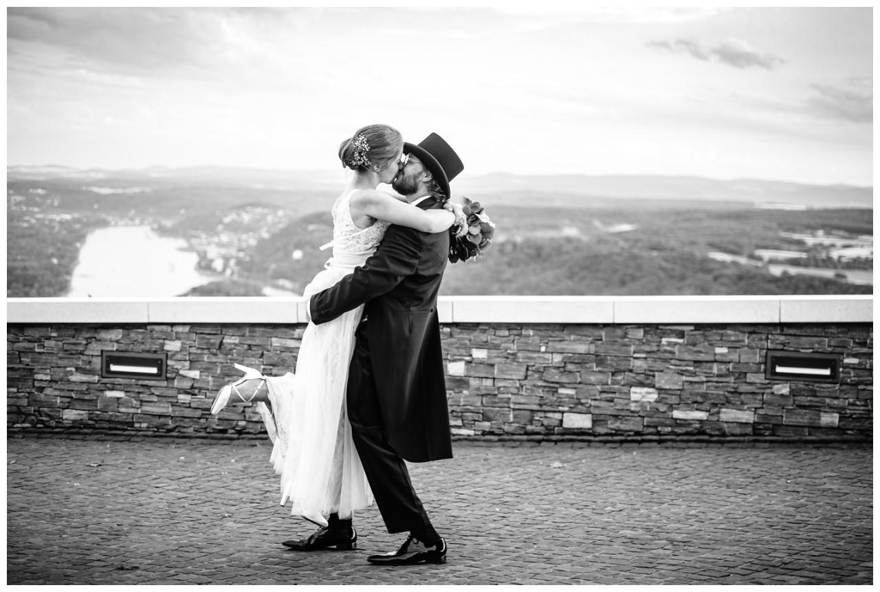 hochzeit koenigswinter drachenfels drachenburg heiraten hochzeitsfotograf leverkusen 77 - Hochzeit auf dem Drachenfels in Königswinter