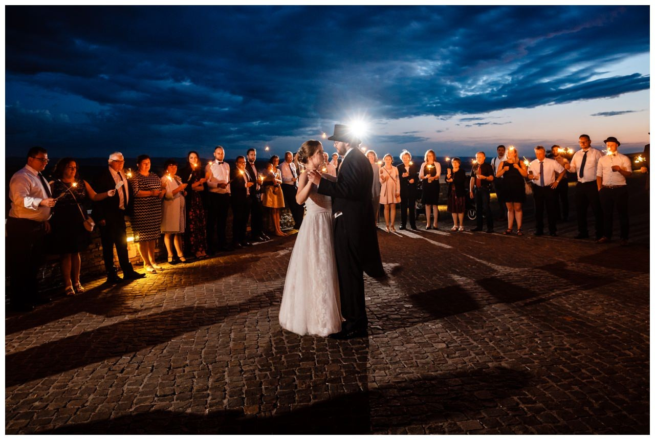hochzeit koenigswinter drachenfels drachenburg heiraten hochzeitsfotograf leverkusen 81 - Hochzeit auf dem Drachenfels in Königswinter