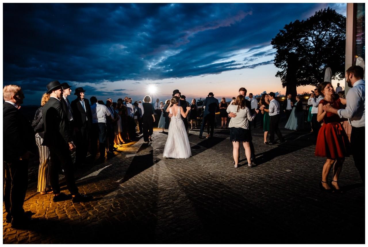 hochzeit koenigswinter drachenfels drachenburg heiraten hochzeitsfotograf leverkusen 84 - Hochzeit auf dem Drachenfels in Königswinter