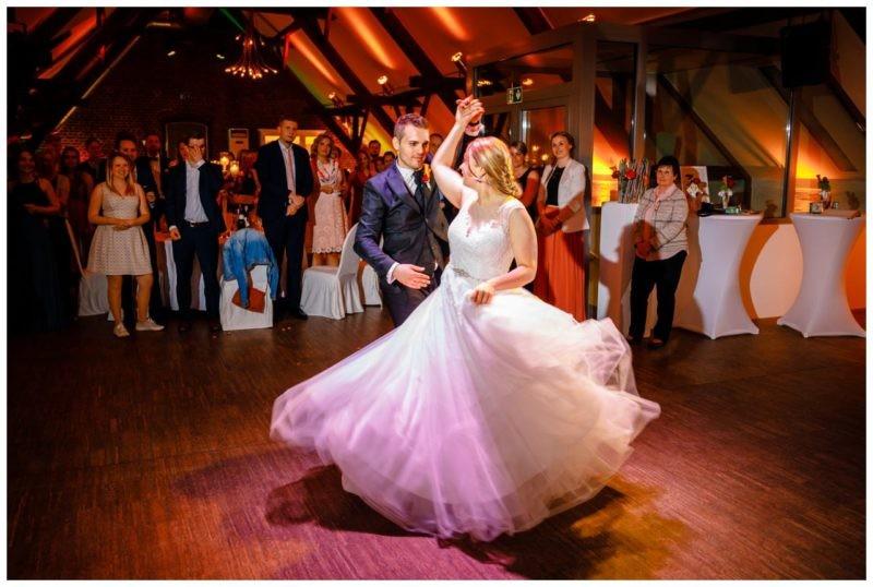 Hochzeit DJ Licht Ton Musik heiraten 13 800x538 - Hochzeits-DJ: So findet ihr den perfekten DJ für eure Hochzeit
