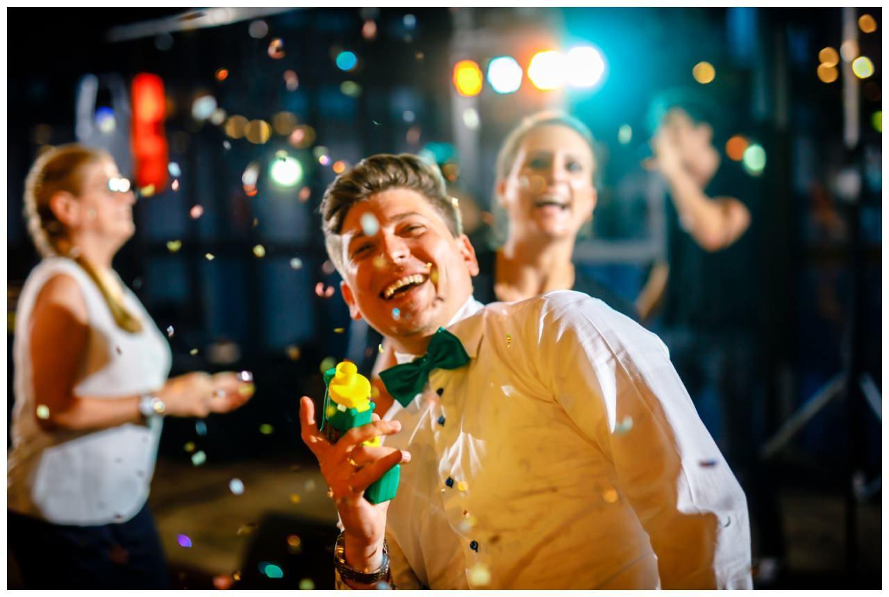Hochzeit DJ Licht Ton Musik heiraten 14 - Hochzeits-DJ: So findet ihr den perfekten DJ für eure Hochzeit