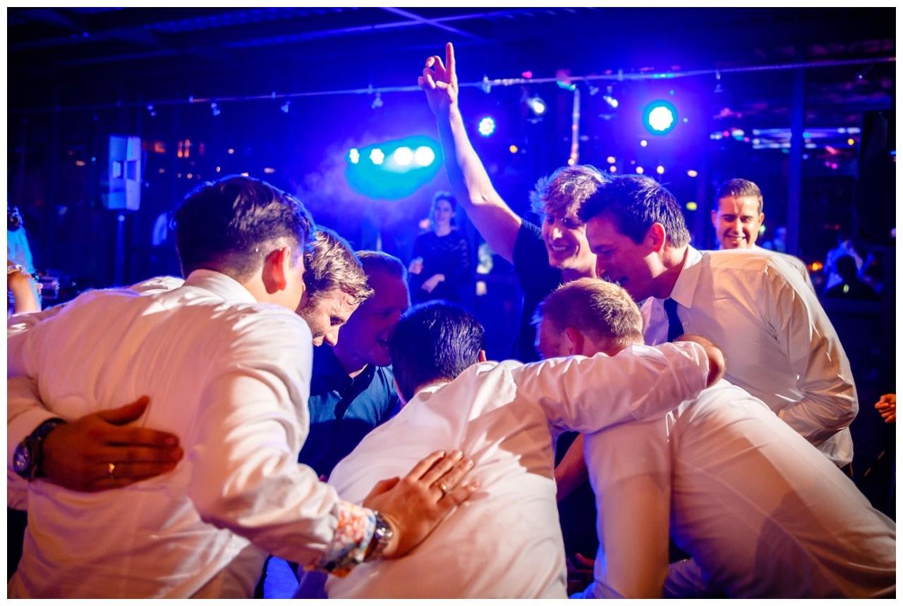 Hochzeit DJ Licht Ton Musik heiraten 16 - Hochzeits-DJ: So findet ihr den perfekten DJ für eure Hochzeit