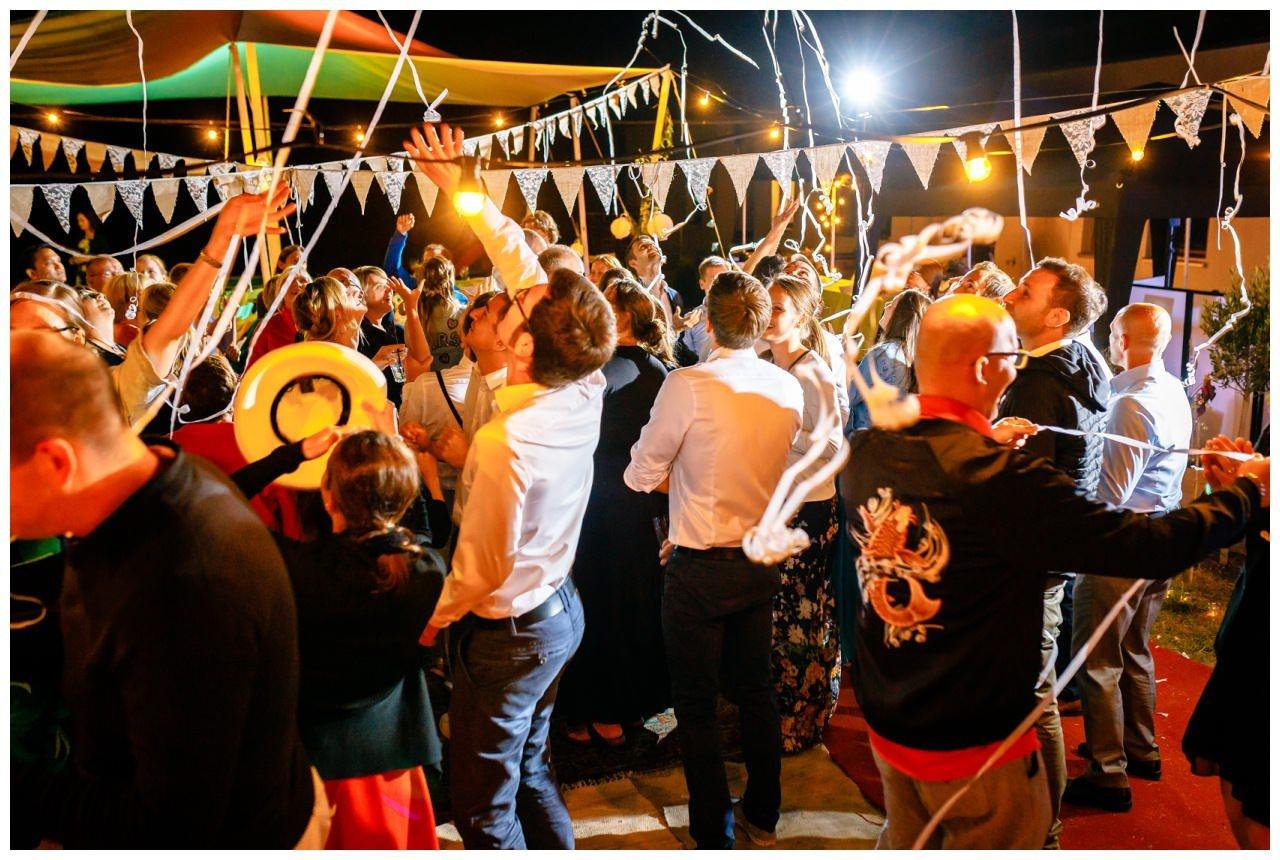 Hochzeit DJ Licht Ton Musik heiraten 19 - Hochzeits-DJ: So findet ihr den perfekten DJ für eure Hochzeit