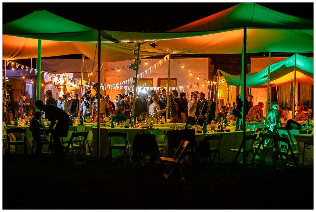 Hochzeit DJ Licht Ton Musik heiraten 20 - Hochzeits-DJ: So findet ihr den perfekten DJ für eure Hochzeit