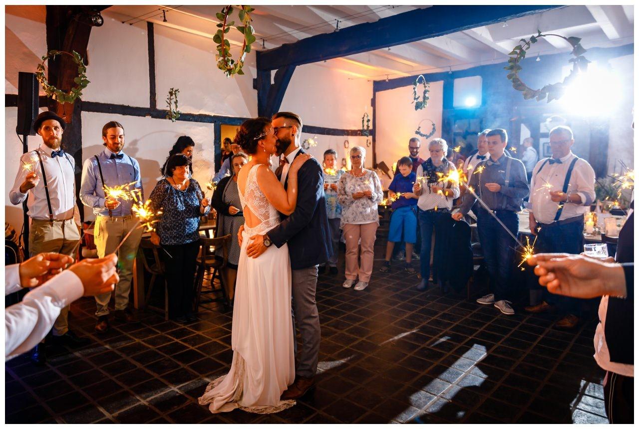 Hochzeit DJ Licht Ton Musik heiraten 24 - Hochzeits-DJ: So findet ihr den perfekten DJ für eure Hochzeit