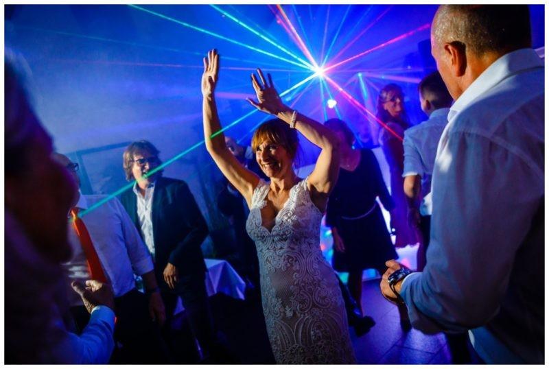 Hochzeit DJ Licht Ton Musik heiraten 34 800x538 - Hochzeits-DJ: So findet ihr den perfekten DJ für eure Hochzeit