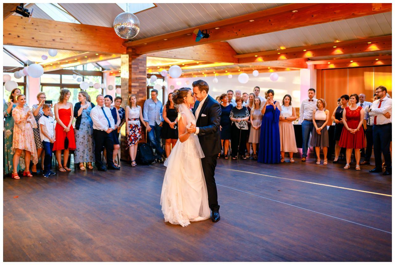Hochzeit DJ Licht Ton Musik heiraten 4 - Hochzeits-DJ: So findet ihr den perfekten DJ für eure Hochzeit