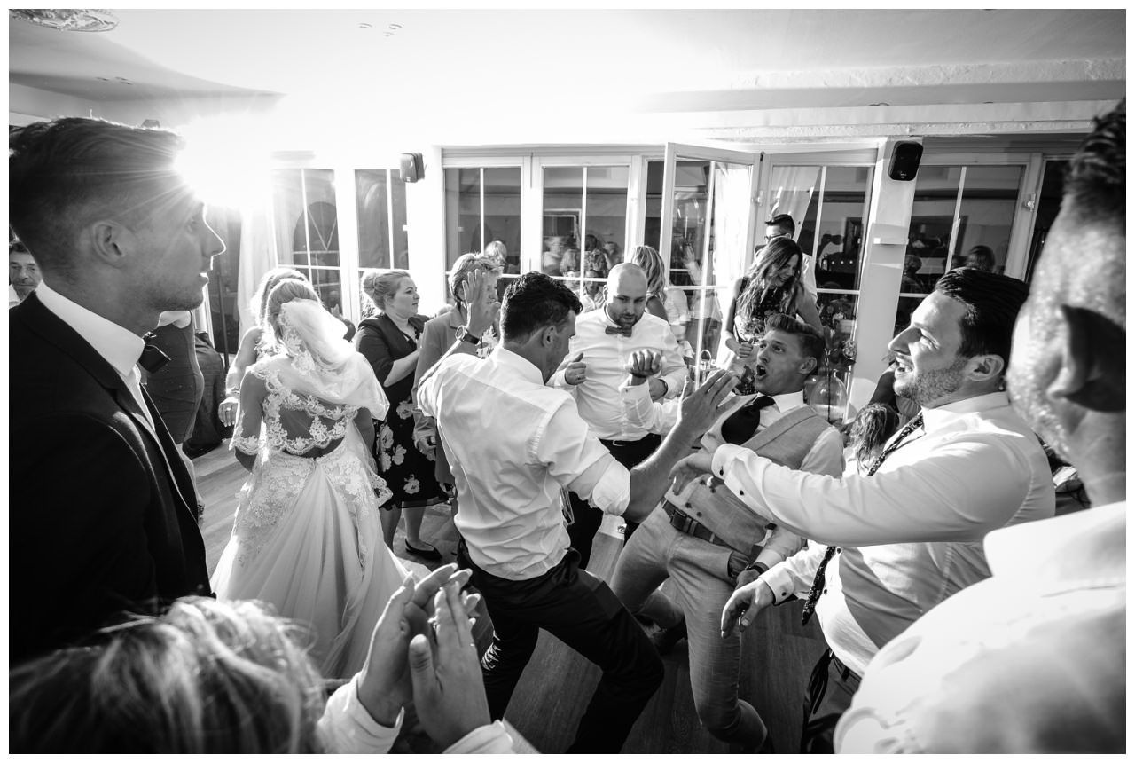 Hochzeit DJ Licht Ton Musik heiraten 40 - Hochzeits-DJ: So findet ihr den perfekten DJ für eure Hochzeit