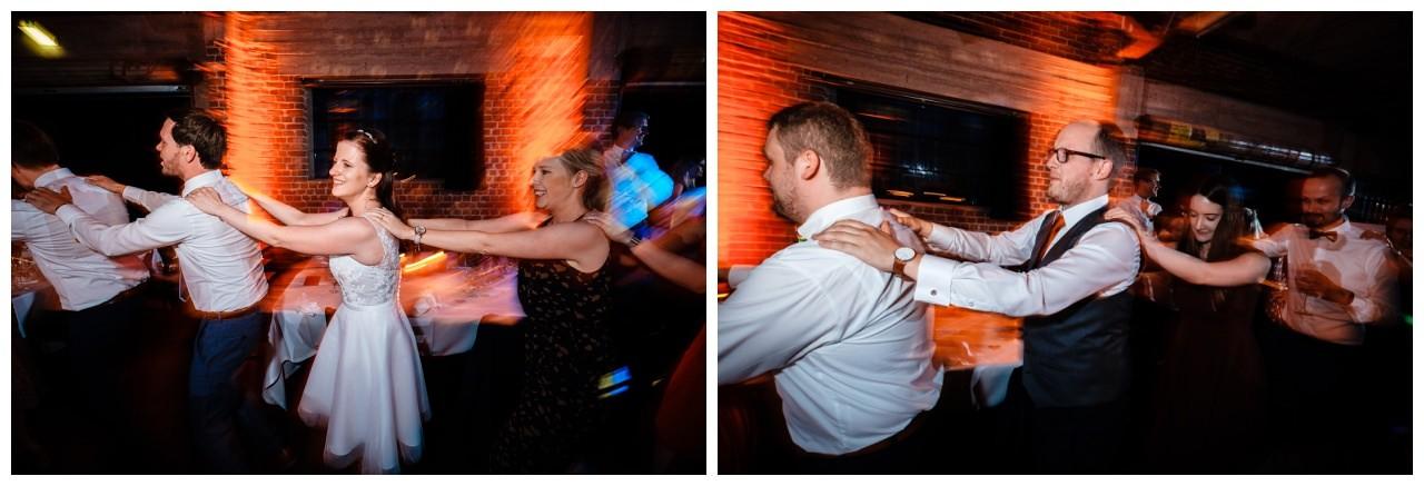 Hochzeit DJ Licht Ton Musik heiraten 42 - Hochzeits-DJ: So findet ihr den perfekten DJ für eure Hochzeit