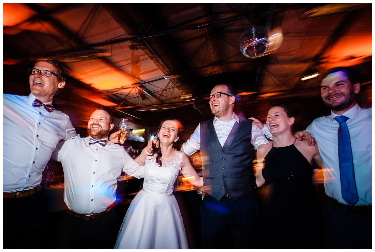 Hochzeit DJ Licht Ton Musik heiraten 43 - Hochzeits-DJ: So findet ihr den perfekten DJ für eure Hochzeit