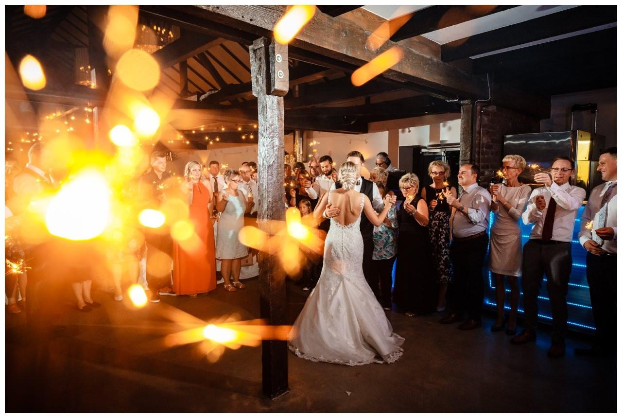 Hochzeit DJ Licht Ton Musik heiraten 47 - Hochzeits-DJ: So findet ihr den perfekten DJ für eure Hochzeit