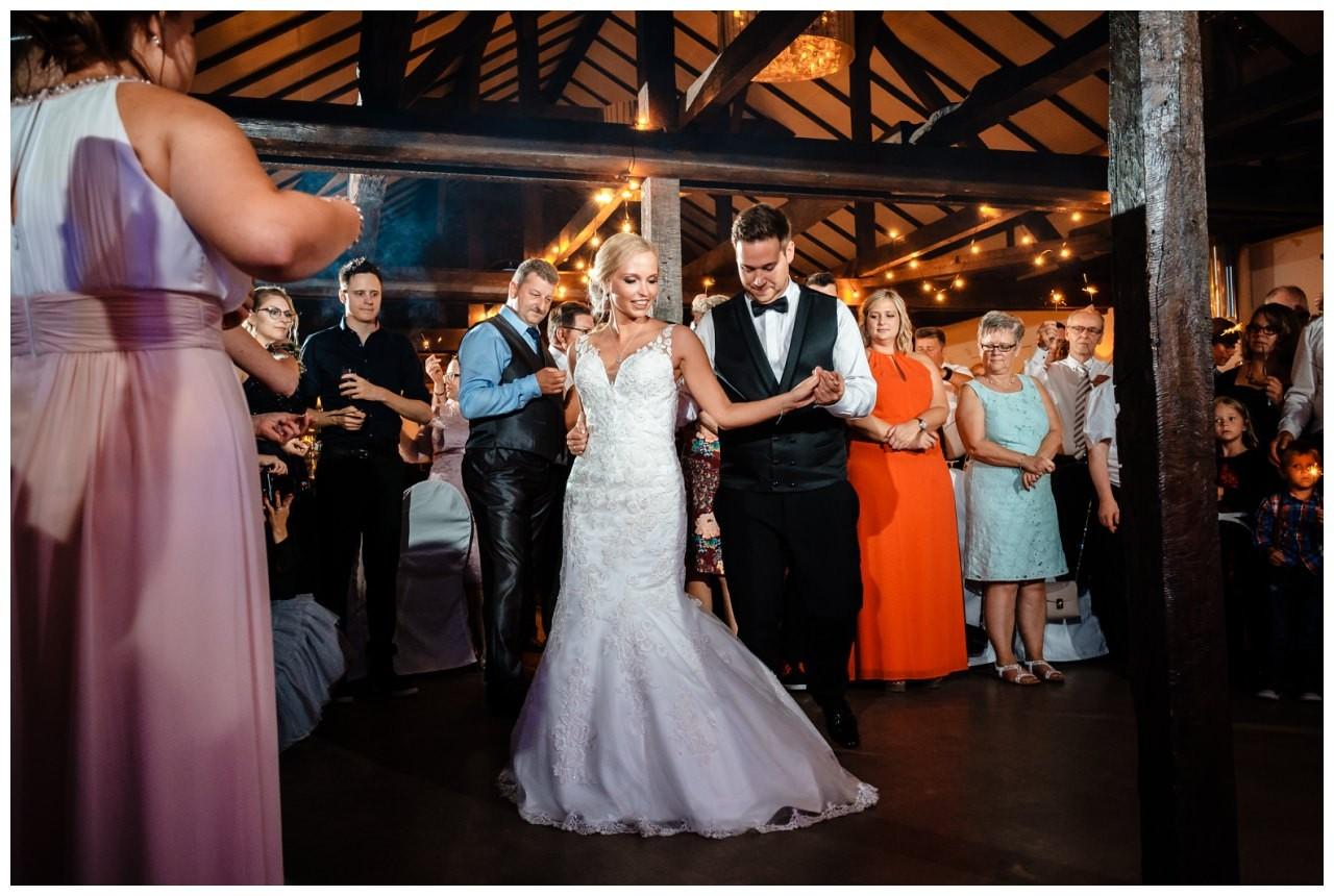 Hochzeit DJ Licht Ton Musik heiraten 48 - Hochzeits-DJ: So findet ihr den perfekten DJ für eure Hochzeit