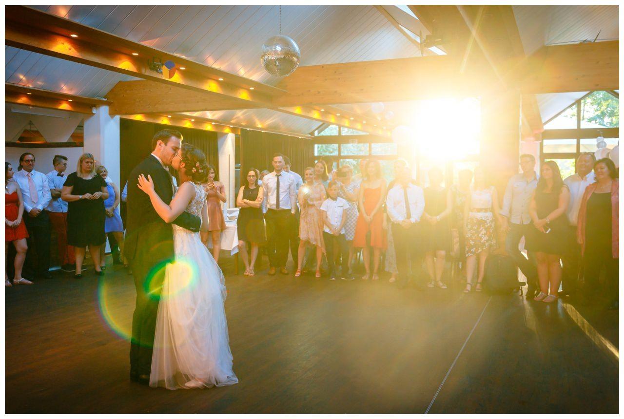 Hochzeit DJ Licht Ton Musik heiraten 5 - Hochzeits-DJ: So findet ihr den perfekten DJ für eure Hochzeit