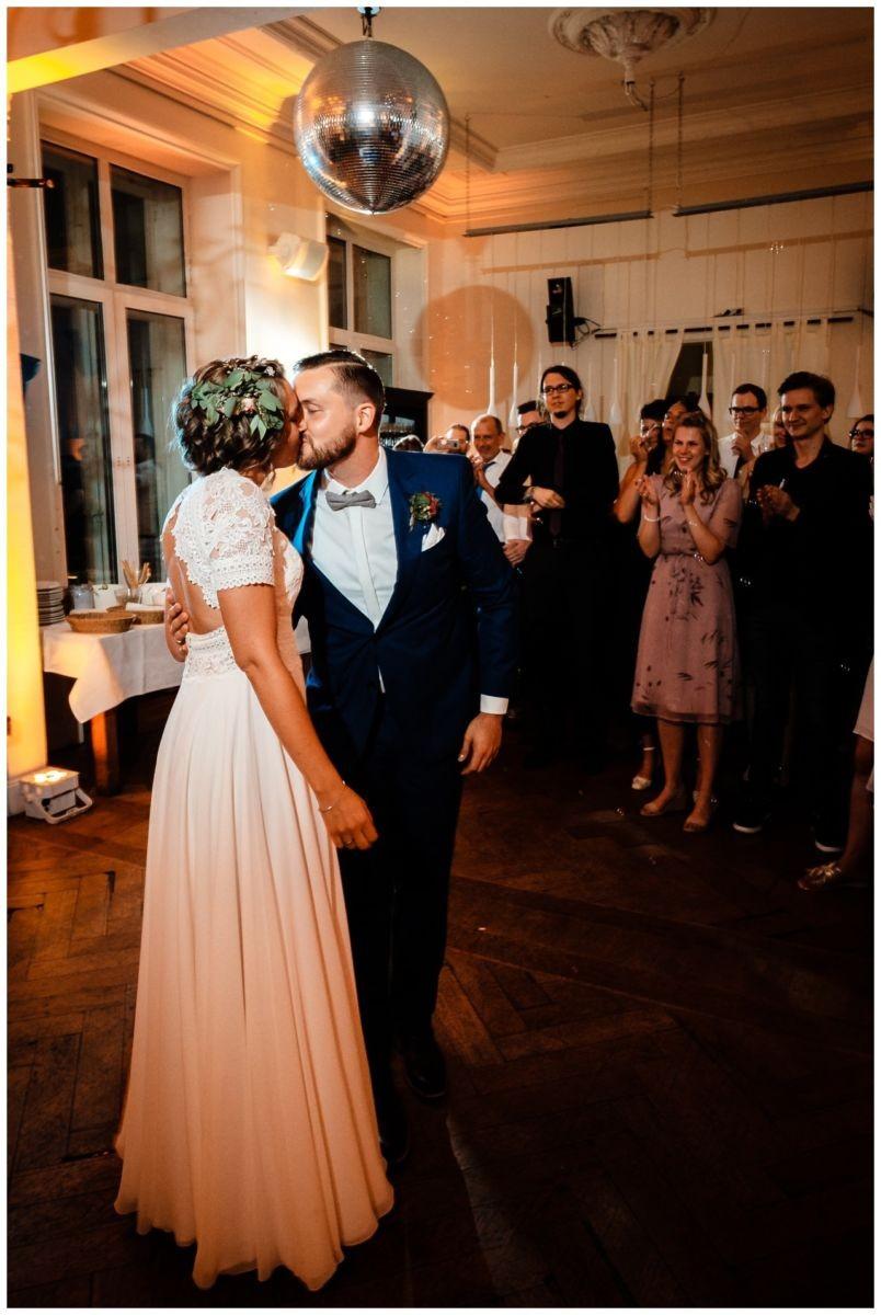 Hochzeit DJ Licht Ton Musik heiraten 50 - Hochzeits-DJ: So findet ihr den perfekten DJ für eure Hochzeit