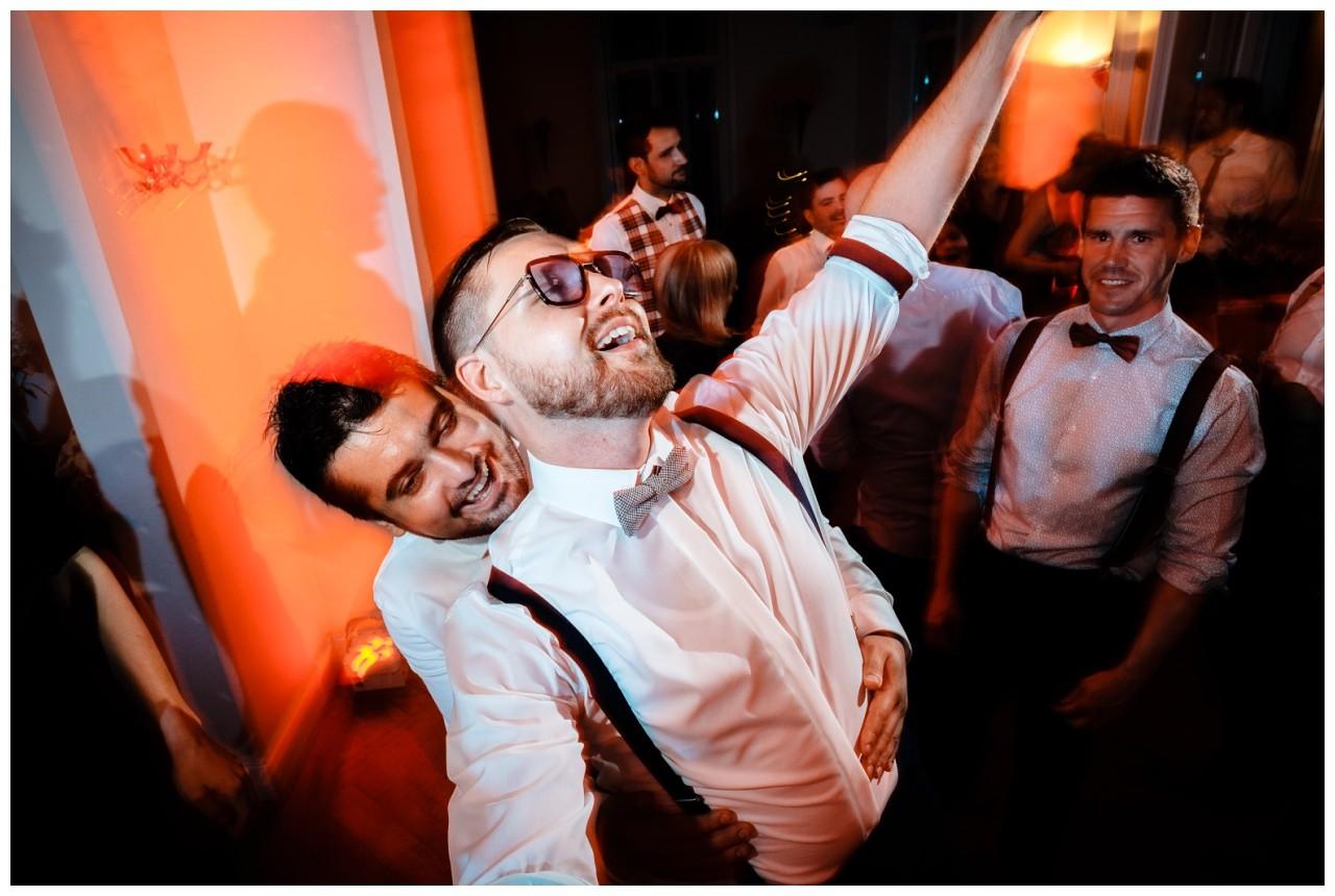 Hochzeit DJ Licht Ton Musik heiraten 53 - Hochzeits-DJ: So findet ihr den perfekten DJ für eure Hochzeit