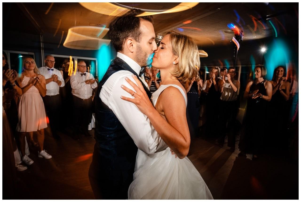 Hochzeit DJ Licht Ton Musik heiraten 55 - Hochzeits-DJ: So findet ihr den perfekten DJ für eure Hochzeit