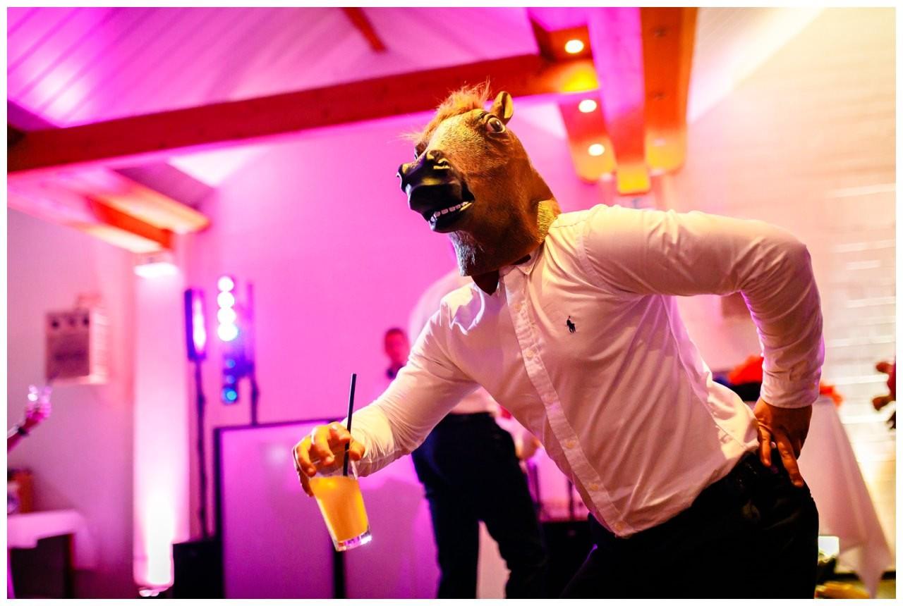 Hochzeit DJ Licht Ton Musik heiraten 6 - Hochzeits-DJ: So findet ihr den perfekten DJ für eure Hochzeit