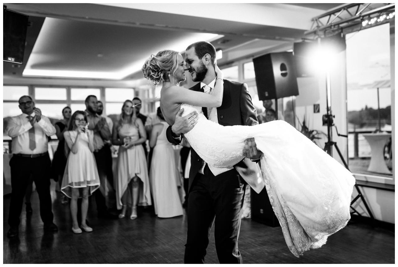 Hochzeit DJ Licht Ton Musik heiraten 8 - Hochzeits-DJ: So findet ihr den perfekten DJ für eure Hochzeit