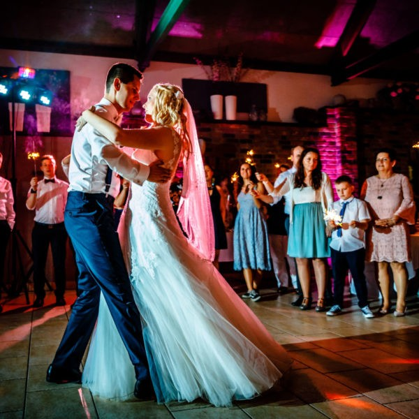 Hochzeit Festscheune Hecheltjens Hof Hamminkeln Heiraten Scheune Location Hochzeitslocation NRW Fotograf 25 600x600 - Festscheune Hecheltjen's Hof in Hamminkeln - Hochzeitslocation NRW