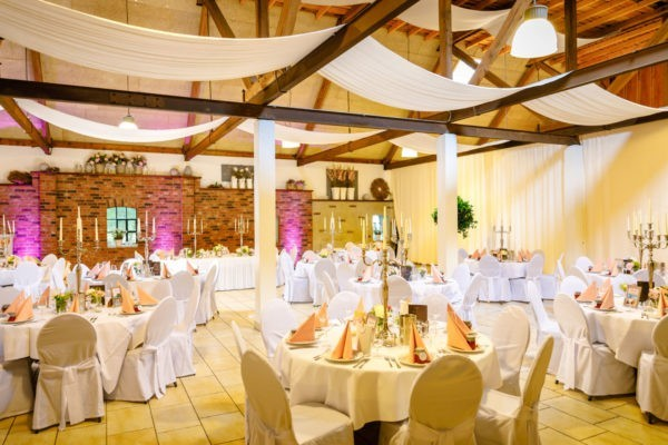 Hochzeit Festscheune Hecheltjens Hof Hamminkeln Heiraten Scheune Location Hochzeitslocation NRW Fotograf 3 600x400 - Hochzeitsscheune