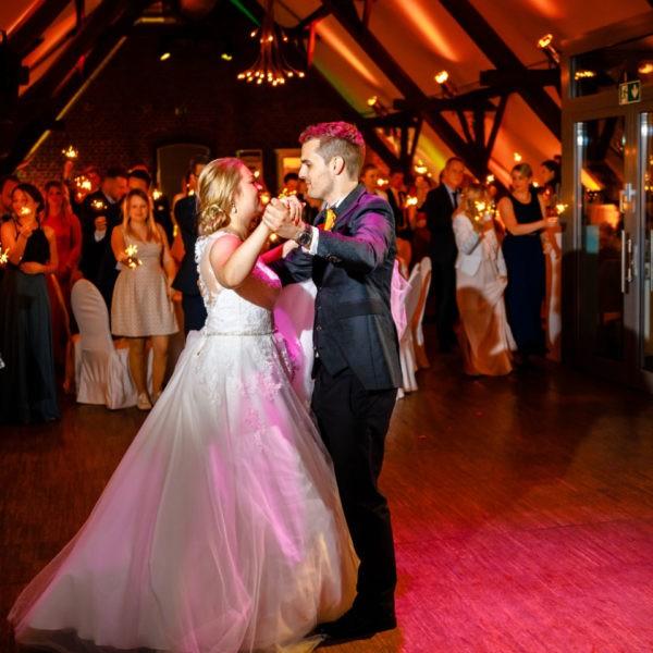 Hochzeit Kastanienhof Köln Heiraten Location Hochzeitslocation NRW Fotograf 23 600x600 - Kastanienhof in Köln - Hochzeitslocation NRW