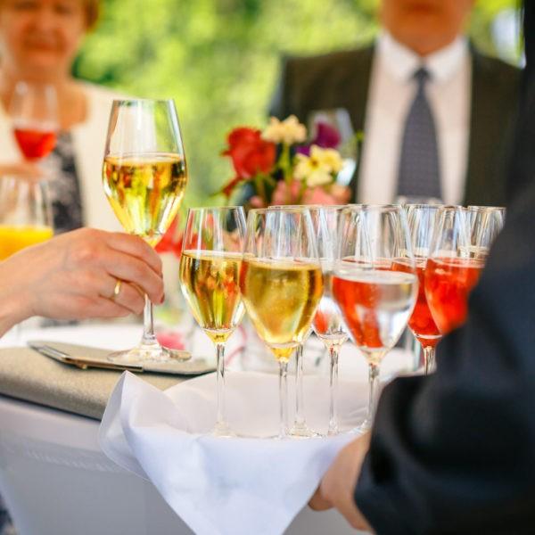 Hochzeit La Redoute Bonn Heiraten Location Hochzeitslocation NRW Fotograf 8 600x600 - La Redoute in Bonn - Hochzeitslocation NRW