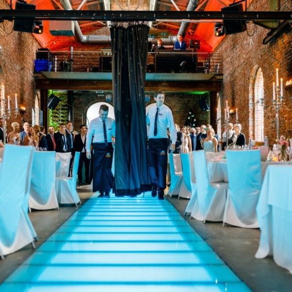 Hochzeit Lokschuppen Bottrop Heiraten Location Hochzeitslocation NRW Fotograf 25 600x600 - Lokschuppen in Bottrop - Hochzeitslocation NRW