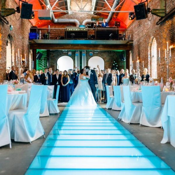 Hochzeit Lokschuppen Bottrop Heiraten Location Hochzeitslocation NRW Fotograf 26 600x600 - Lokschuppen in Bottrop - Hochzeitslocation NRW