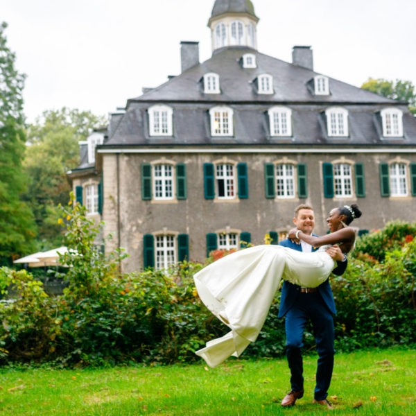Hochzeit Schloss Hackhausen Solingen Heiraten Location Hochzeitslocation NRW Fotograf 34 600x600 - Schloss Hackhausen in Solingen - Hochzeitslocation NRW