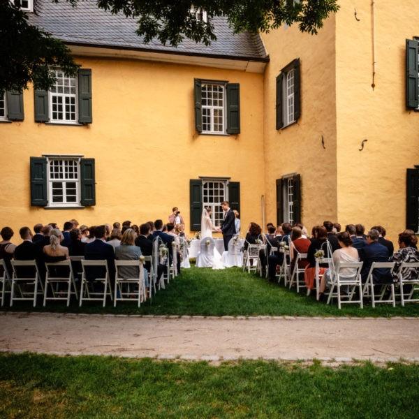 Hochzeit Schloss Lüntenbeck Wuppertal Heiraten Location Hochzeitslocation NRW Fotograf 16 600x600 - Schloss Lüntenbeck in Wuppertal - Hochzeitslocation NRW