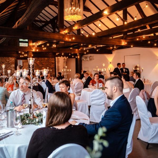 Hochzeit Schloss Linnepp Ratingen Heiraten Location Hochzeitslocation NRW Fotograf 27 600x600 - Schloss Linnep in Ratingen - Hochzeitslocation NRW