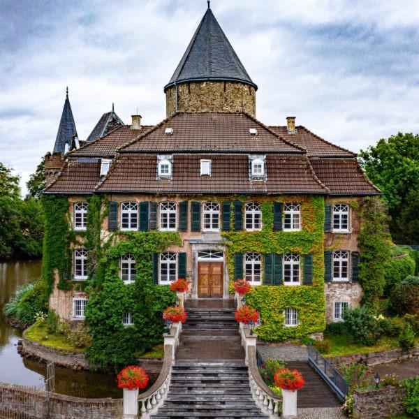 Hochzeit Schloss Linnepp Ratingen Heiraten Location Hochzeitslocation NRW Fotograf 32 600x600 - Schloss Linnep in Ratingen - Hochzeitslocation NRW