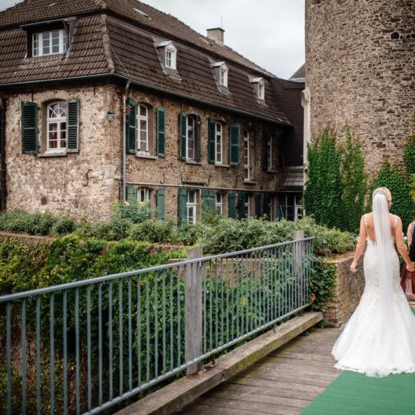 Hochzeit Schloss Linnepp Ratingen Heiraten Location Hochzeitslocation NRW Fotograf 4 600x600 - Schloss Linnep in Ratingen - Hochzeitslocation NRW