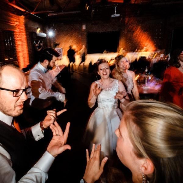 Hochzeit Tafelsilber Düsseldorf Heiraten Location Hochzeitslocation NRW Fotograf 26 600x600 - Tafelsilber in Düsseldorf - Hochzeitslocation NRW