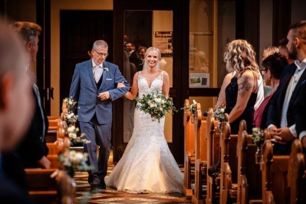 Hochzeit kirche kirchliche trauung hochzeitsfotograf 4 600x400 - Kirchliche Trauung