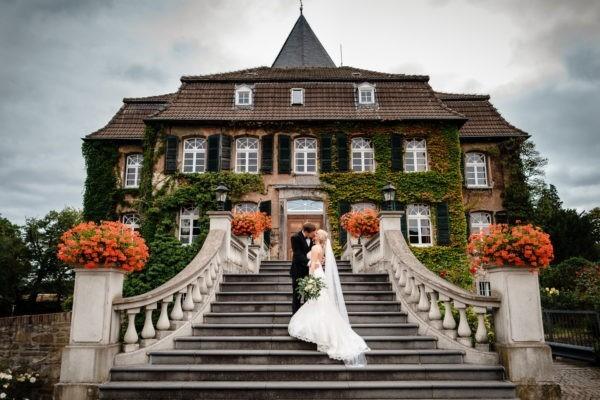 Schlosshochzeit hochzeit schloss hochzeitsfotograf 2 600x400 - Schlosshochzeit