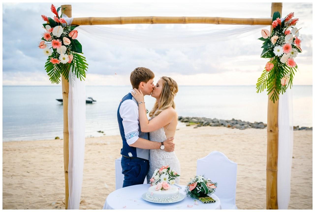 fotograf flitterwochen homeymoon reiseplanung flugzeug after wedding 4 - Privatjet mieten für die Hochzeitsreise