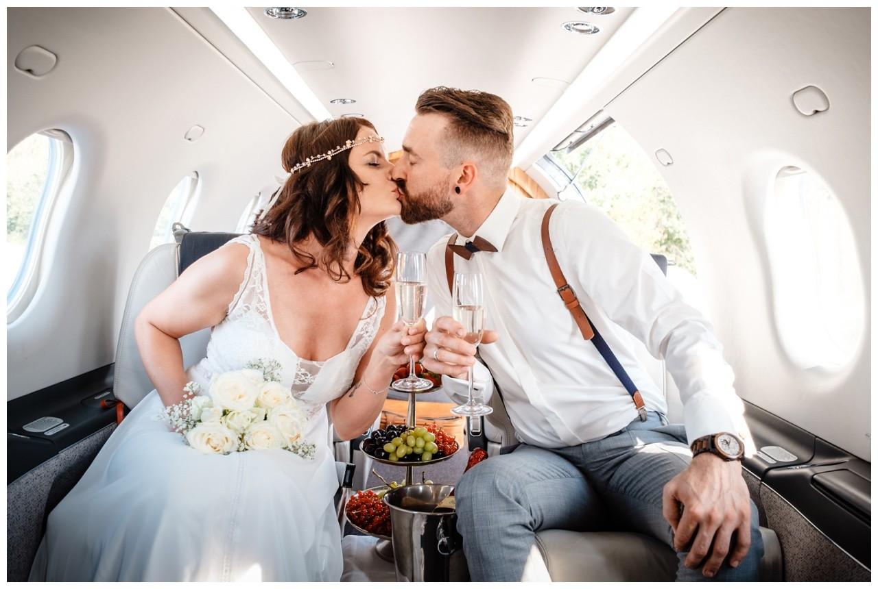 privatjet mieten hochzeitsreise flitterwochen fotograf 2 - Privatjet mieten für die Hochzeitsreise