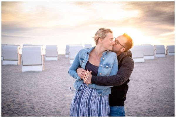 fotos fehmarn hochzeitsfotograf paarshooting engagementshooting fotograf strand 22 600x403 - Hochzeitsfotograf Fehmarn
