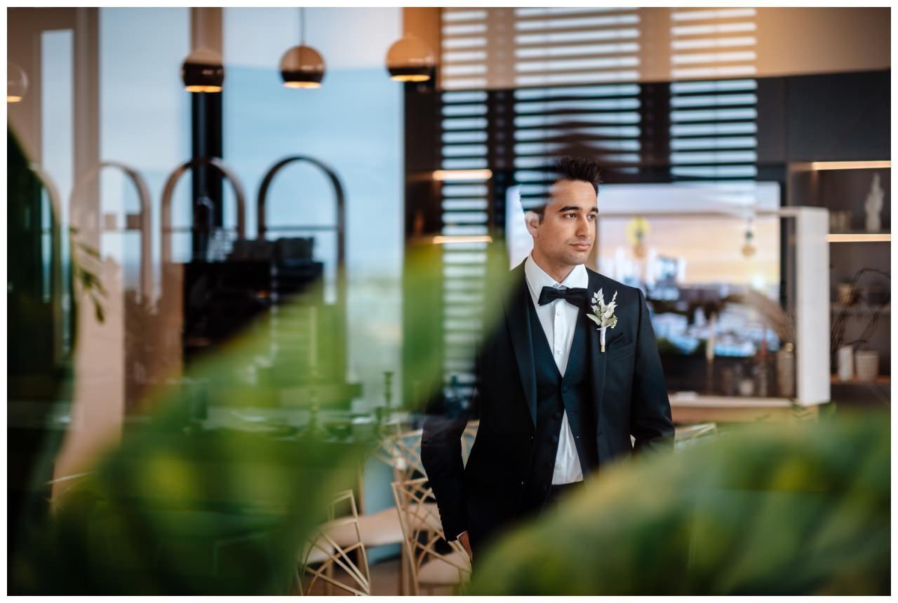 hochzeitsfotos düsseldorf hochzeitsfotograf shooting hund haustier 21 - Hochzeitsfotos in Düsseldorf