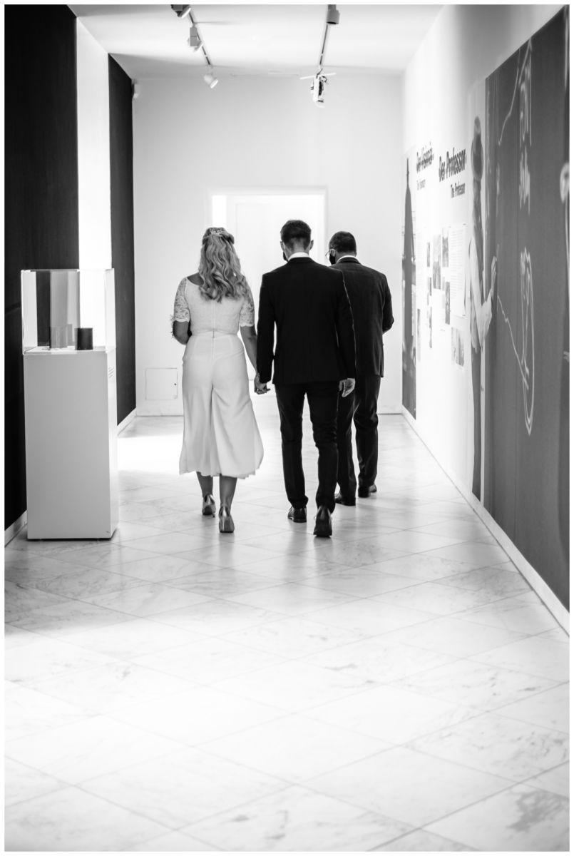 hochzeit standesamt standesamtliche Trauung schloss Moyland niederrhein fotograf 12 - Standesamtliche Hochzeit auf Schloss Moyland