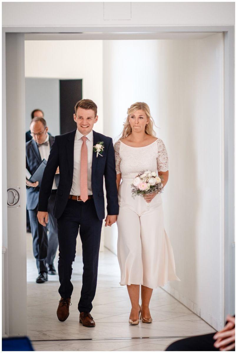 hochzeit standesamt standesamtliche Trauung schloss Moyland niederrhein fotograf 13 - Standesamtliche Hochzeit auf Schloss Moyland