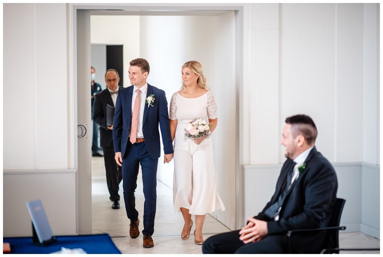 hochzeit standesamt standesamtliche Trauung schloss Moyland niederrhein fotograf 14 - Standesamtliche Hochzeit auf Schloss Moyland