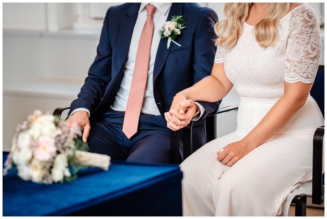 hochzeit standesamt standesamtliche Trauung schloss Moyland niederrhein fotograf 15 - Standesamtliche Hochzeit auf Schloss Moyland