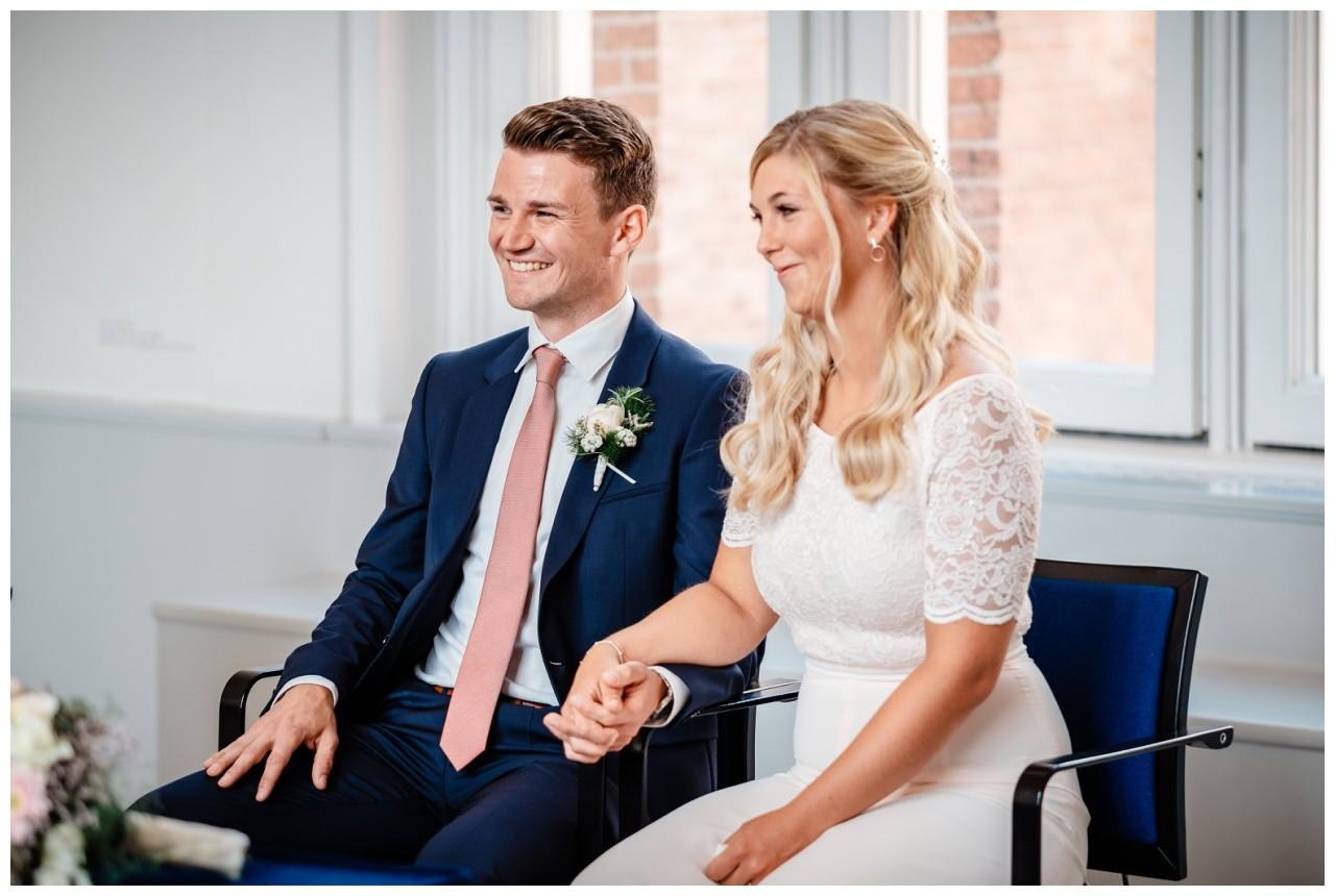 hochzeit standesamt standesamtliche Trauung schloss Moyland niederrhein fotograf 16 - Standesamtliche Hochzeit auf Schloss Moyland